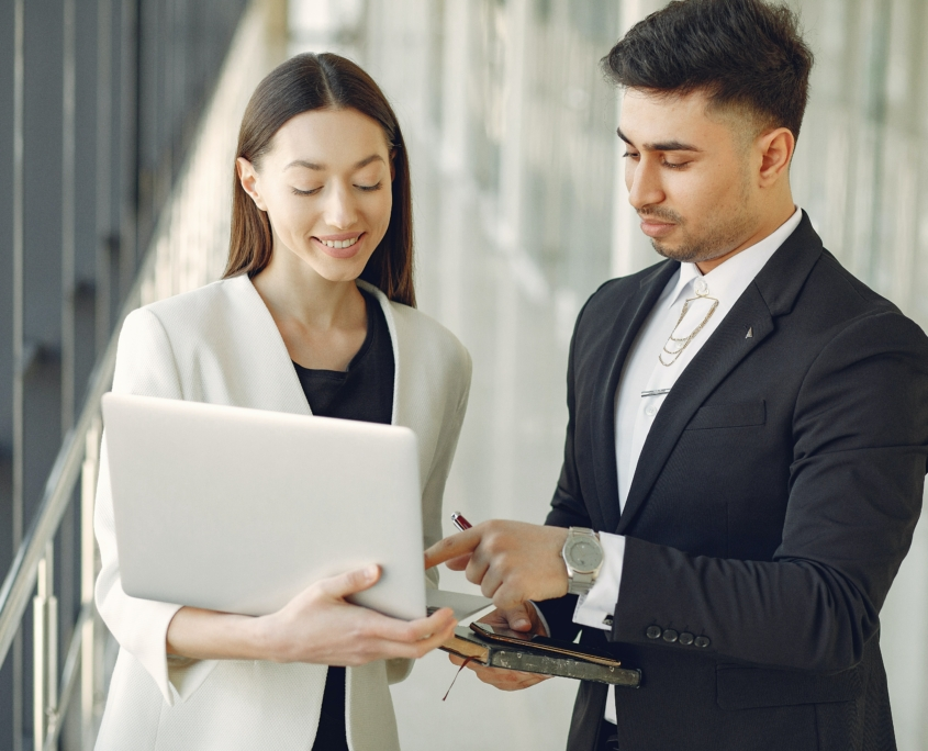 business-people-looking-at-computer